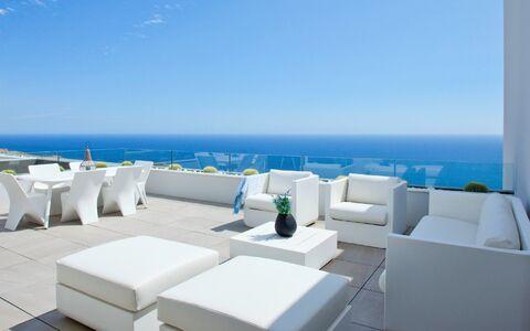 Kom en ontdek één van de mooiste*kustgebieden van Spanje.
